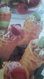 coni con gelato di frutta
