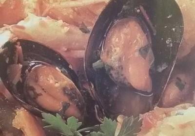 zuppa di mare alle olive e mandorle