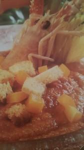 gazpacho con scampi, peperoni gialli e sedano